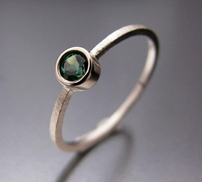 BIZOE - Złoty pierścionek z zielonym turmalinem w BIZOE na DaWanda.com