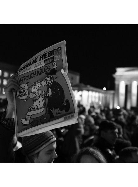 Charlie Hebdo le monde entier rassemble pour la liberté de la presse:  A Berlin, Londres, Melbourne ou encore New York, des milliers de personnes se sont retrouvées pour soutenir la liberté de la presse et rendre hommage aux victimes, décédées lors des attentats dans les locaux de Charlie Hebdo, hier, à Paris.