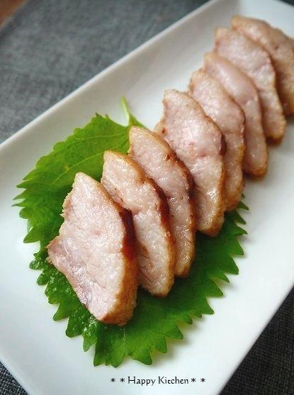 安い豚バラ ブロックをゲットしたのでどうにか長時間煮込まずフライパンで柔らかく作りたくて、お肉をキウイに漬けてみました.。お肉を柔らかくするのに有効なのは酵素と言われてますが、これがキウイに含まれるたんぱく質の50%を占めているとのことで、ではではキウイで