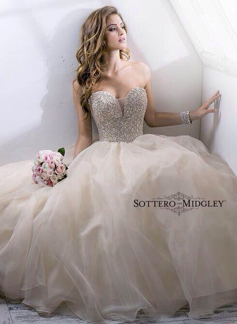 Love this wedding gown.