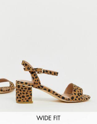 f56f9beb1f3 New Look Wide Fit - Chaussures à talon bas carré imprimé animal in ...