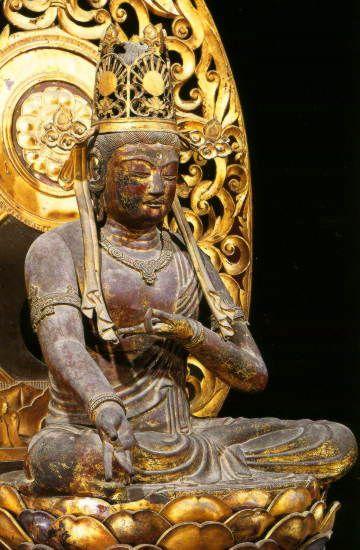 金剛宝菩薩坐像-kongouhoubosatuzazou- (bodhisattva) One of bodhisattvas. The solid mandala was completed to 東寺. Five in the bodhisattva who appears in a 金剛界(kongoukai) mandala are called 五大菩薩(five bodhisattva). One of them is a 金剛宝菩薩.  東寺(touji)