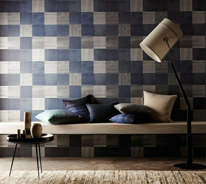 Wandgestaltung mit Tapeten -geometrische Motive in Blau und Beige