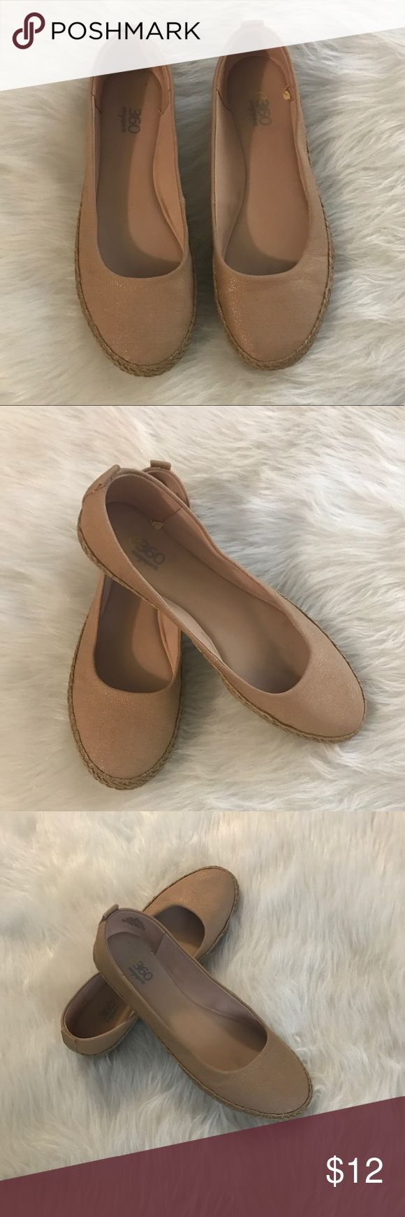 Easy Spirit flats in tan/gold color( See photos) Flats in good condition see pics Easy Spirit Shoes Flats & Loafers