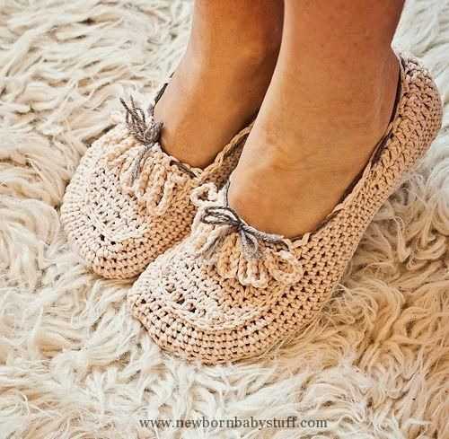 Crochet Baby Booties Crochet pattern - Ladies Loafers. These look so cute & c...