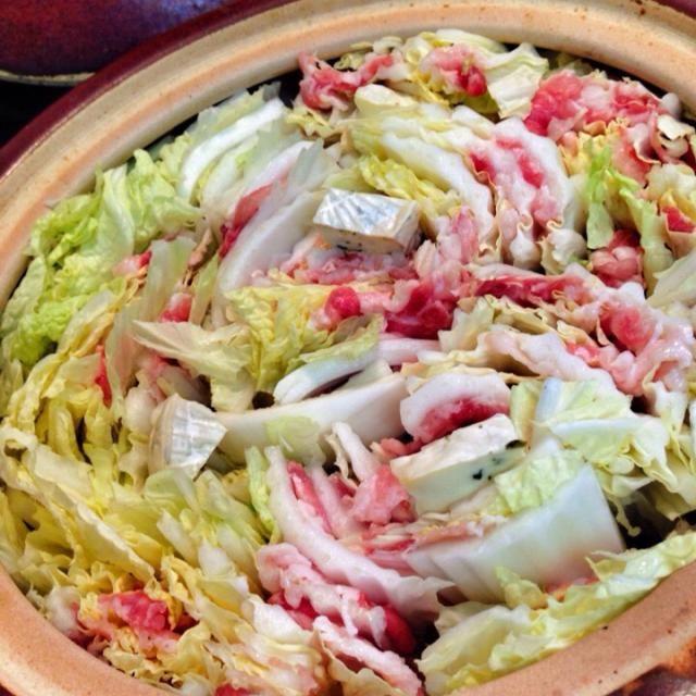 白菜と豚肉とカマンベールチーズでコクうま鍋!! 簡単なのに、んまー٩( ᐛ )و!!! カマンベールチーズが1/2こしかなかったけど充分に美味しかったです♪ ごちそうさまでした.。.:*・゚☆ - 142件のもぐもぐ - ミルフィーユチーズ鍋 by tokage2319