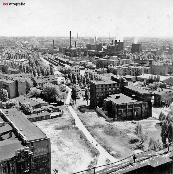 Widok na Dworzec Łódź Fabryczna i EC1 Łódź z dachu biurowca Centrali Tekstylnej (lata 60.)