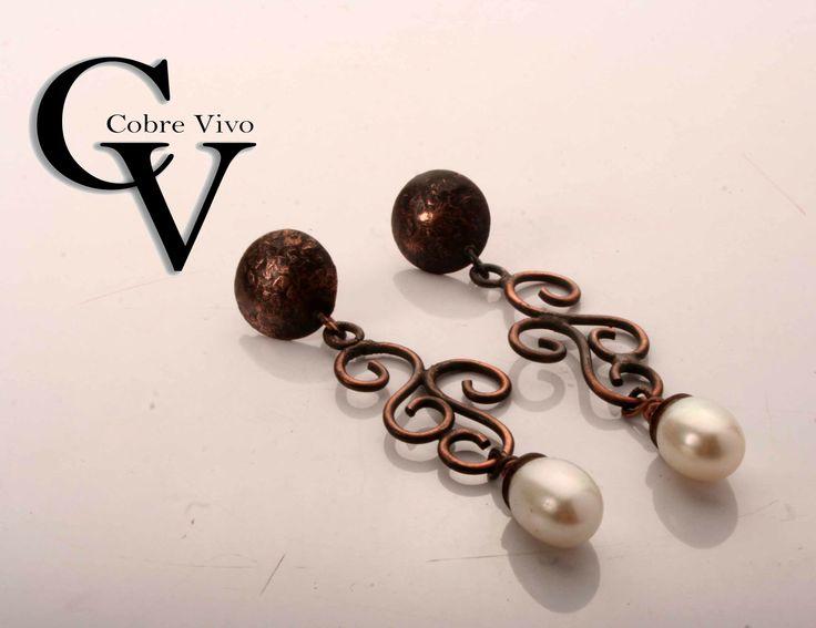 Aros de cobre envejecido con perlas en gota #joyasdecobre