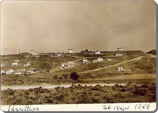 1964 yılında İdealtepe... İdealtepe, Maltepe'ye bağlı 18 mahalleden biridir... Kadıköy'den itibaren tren istasyonları şu sırayı izler: Haydarpaşa, Söğütlüçeşme, Kızıltoprak, Feneryolu, Göztepe, Erenköy, Suadiye, Bostancı, Küçükyalı, İdealtepe, Süreyyaplajı, Maltepe, Cevizli, Atalar, Kartal, Yunus, Pendik, Kaynarca, Tersane, Güzelyalı, Aydıntepe, İçmeler, Tuzla, Çayırova, ...
