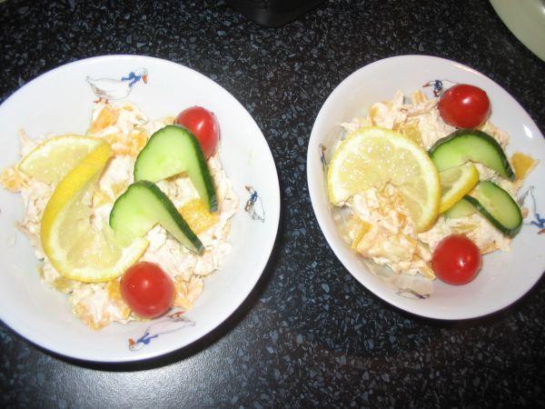 Kuřecí salát s broskví