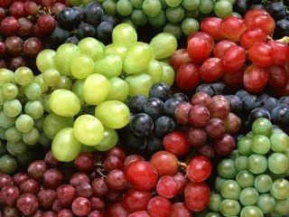The health benefits of grapes include its ability to fight asthma, heart diseases, migraine, constipation, indigestion, fatigue, kidney disorders, breast cancer, macular degeneration (aging) and prevention of cataract (age related loss of vision). It is the best natural antioxidant.