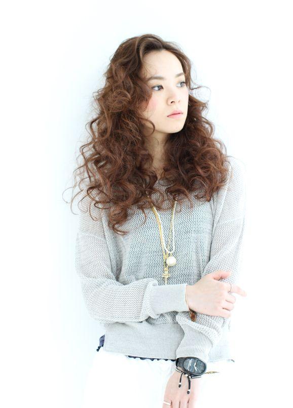 髪型/ヘアスタイル/Hairstyle/スパイラルパーマが新鮮なロングスタイル。スタイリングも簡単です!