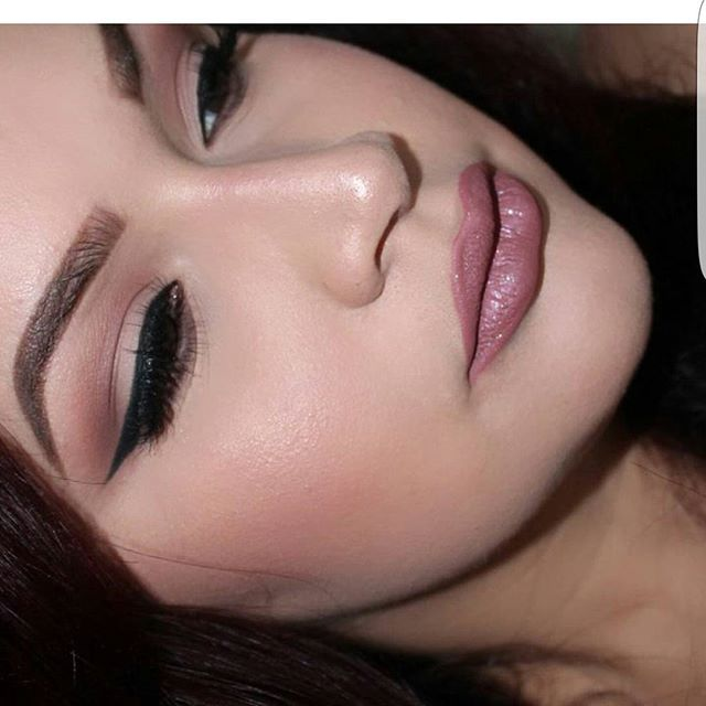 #Repost @meliangel11710 with @repostapp ・・・ Today's #motd on our last day in #milwaukee @anastasiabeverlyhills dip brow medium brown @doseofcolors eyescream palette on eyes @luxylash homegirl lashes @artistcouture highlight yasss @stilacosmetics patina liquid lipstick topped with transcend lip topper