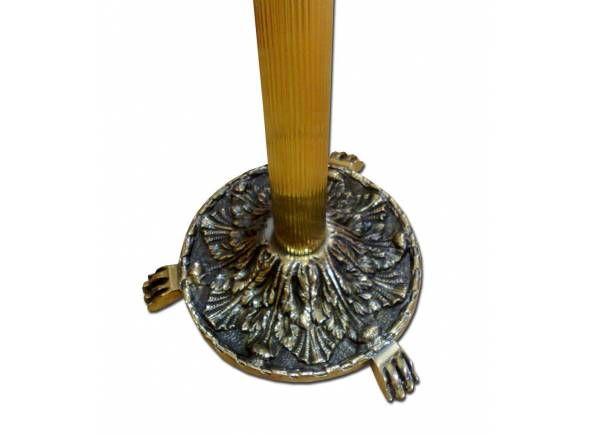 Candelero plateado de pie con base y bandeja decoradas / Floor church candelstick made of beautiful polished golden color brass (2/4). http://www.articulosreligiososbrabander.es/candelero-con-base-y-bandeja-decoradas.html