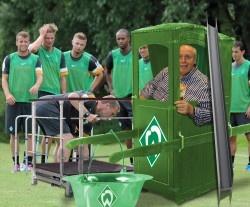 """Spektakulärer Neuzugang nach der Trennung von Thomas Schaaf. Reiner """"Calli"""" Calmund neuer Cheftrainer beim SV Werder Bremen."""