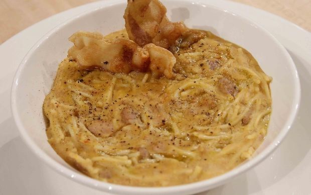 Il povero (Pasta e fagioli con guanciale croccante), di Guido