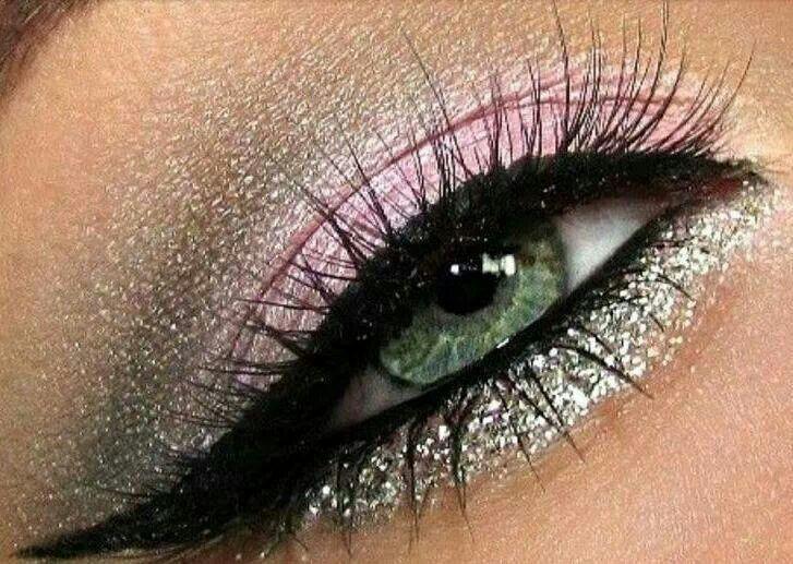 Zilveren met roze oogschaduwlook