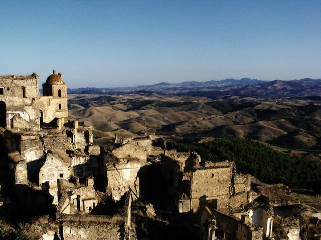 Craco et la Basilicata  Craco is an abandoned comune and medieval village in Italy