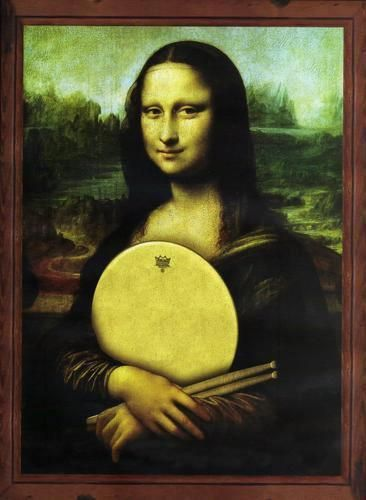 Now, THAT's better, mona lisa with a drum