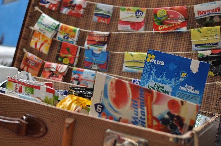 Maak je eigen portemonnee van een melkpak of sappak.