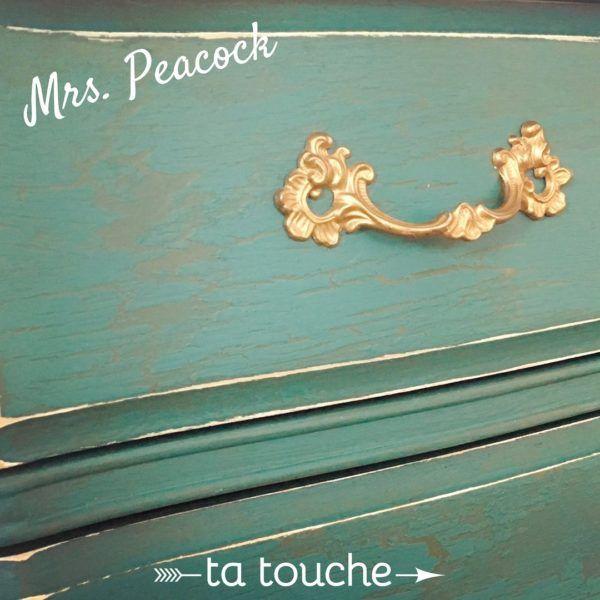 Commode antique turquoise avec fini craquelé et poignée or par ta touche relooking de meubles (atelier situé à Chambly)
