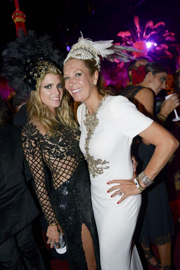 """Aconteceu nessa quinta-feira (05.02) o tradicional baile de Carnaval da """"Vogue"""" Brasil, no Hotel Unique, em São Paulo. A festa, que teve o tema """"La Grande Folie"""", deu início à celebração do aniversário de 40 anos da revista no país. Veja as fotos de quem passou pelo evento:"""
