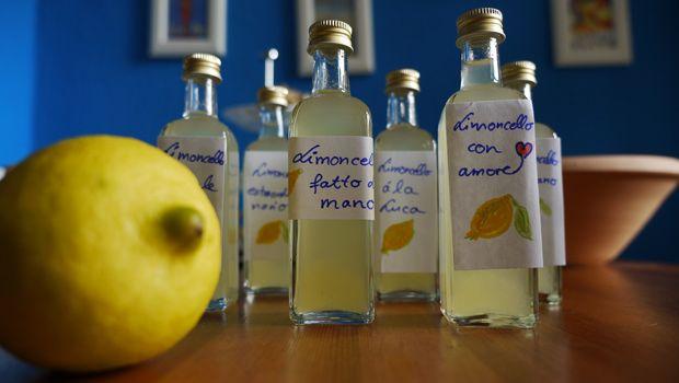 """""""Limoncello selber machen: In 4 Schritten zum eigenen Zitronenlikör """""""
