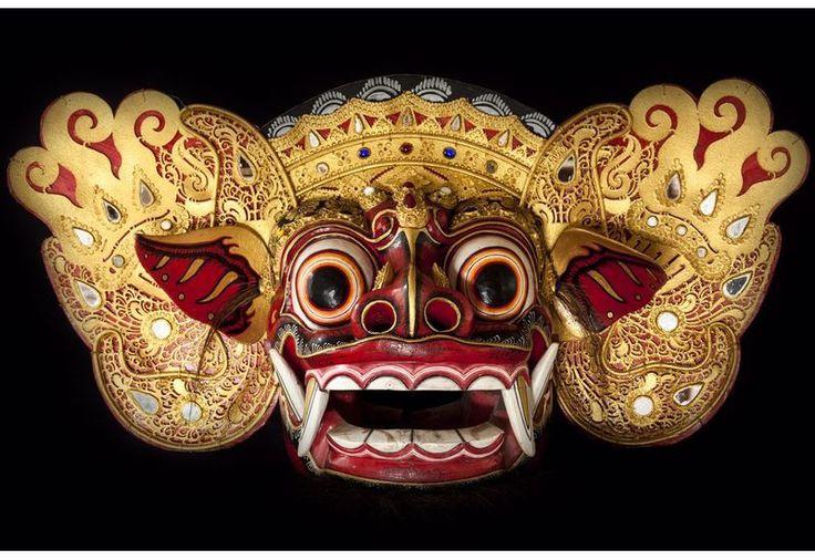Découvrez notre masque décoratif Barong authentique en bois de Bali en vente sur votre site spécialiste de mobilier et décoration exotiques, Koh Deco !