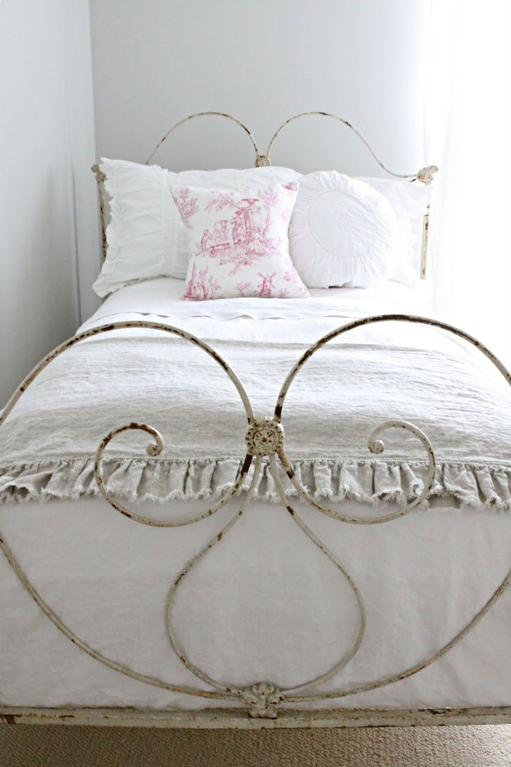 pretty vintage iron bedstead fresh for spring would love something like this for little girlu0027s room