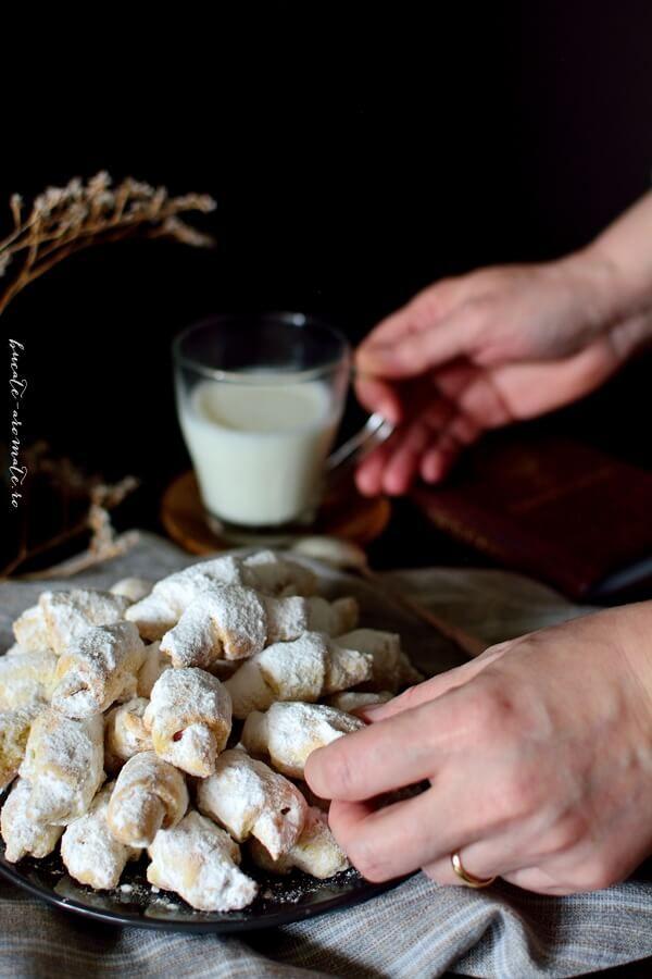 Cornulete fragede si vanilate cu rahat