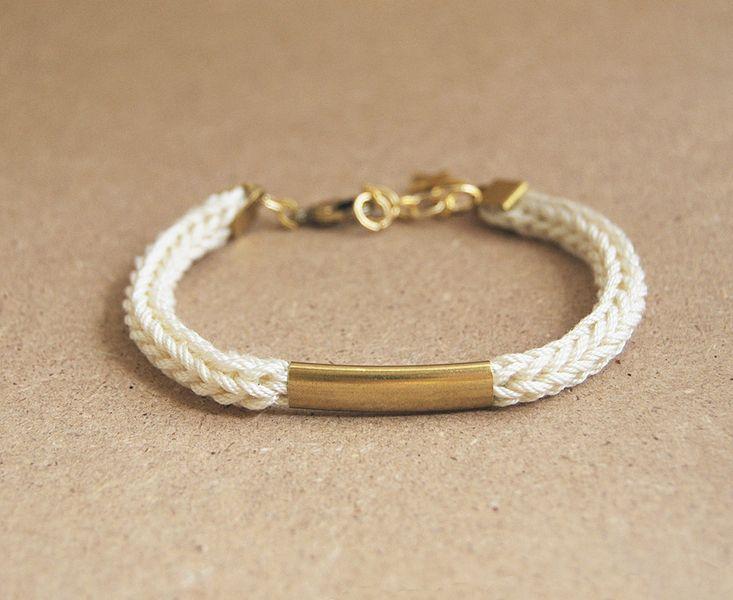Beige strickliesel Armband, beige Strickarmband von Leini auf DaWanda.com
