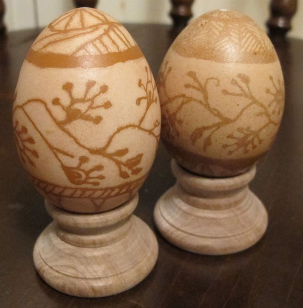 Picture of Making Wax-resist Eggs (Pysanky) in Soft Brown Shades
