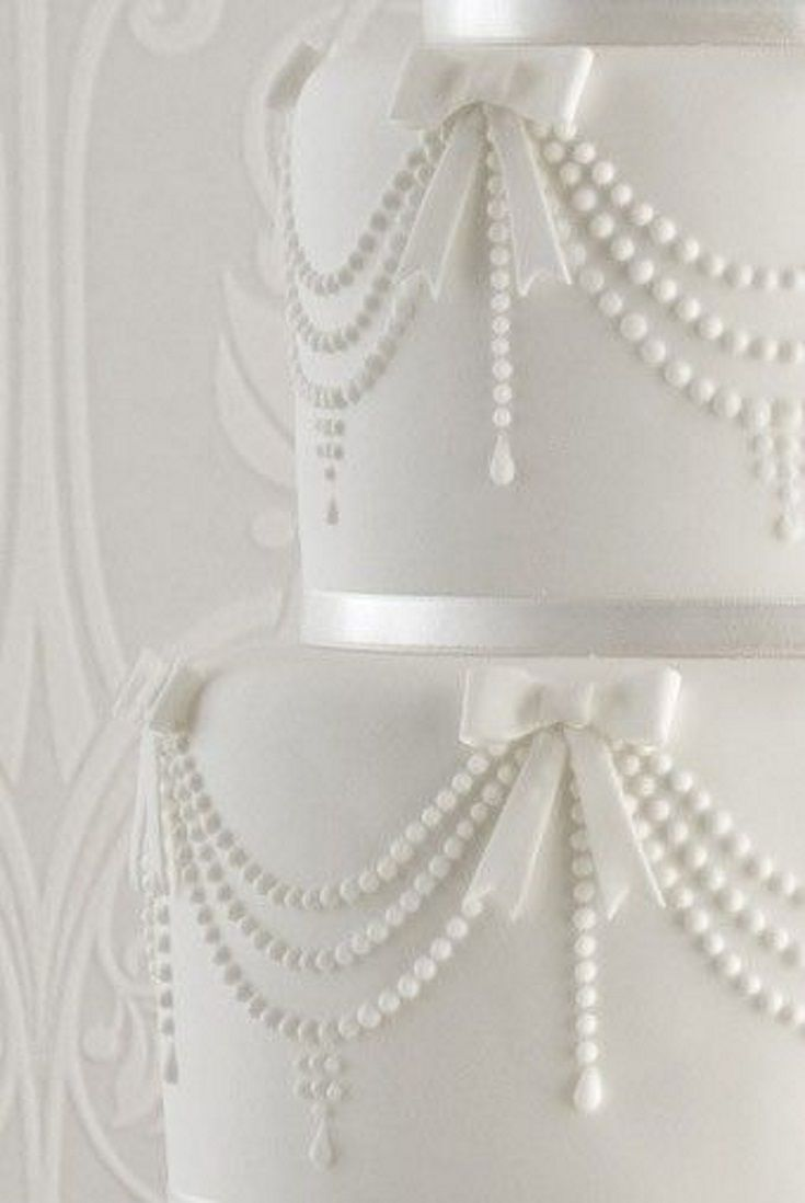 Close-up of Chanel Pearl wedding cake.