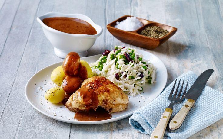 Stegt kylling med brun sauce og grov mormorsalat