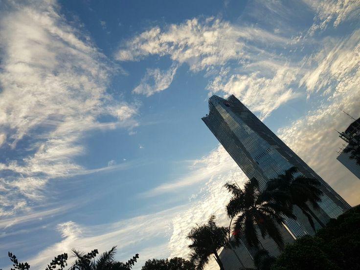 Langit sore di atas tetangganya Gedung Lipi  #jumat25agst2017