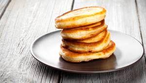 Gesunde Pfannkuchen mit nur drei Zutaten: Eier, Kokosmehl und Bananen