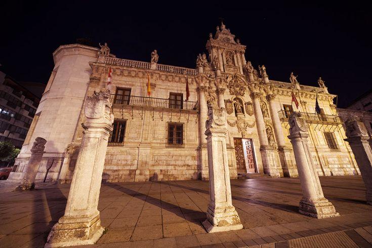Fachada y atrio de la Universidad - Ayuntamiento de Valladolid