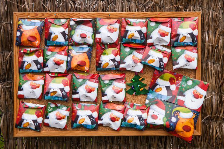 Adventní kalendář pro děti nemusíte jen koupit v nejbližším supermarketu. Není tak těžké ho vyrobit doma a naplnit tím, co mají vaše děti rády.