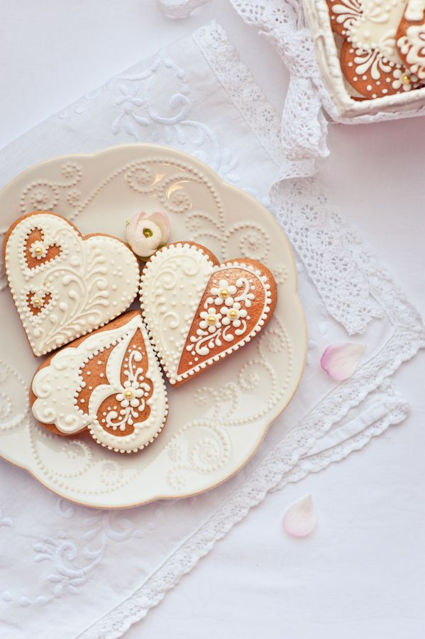 gingerbread in shape of heart by Galina Kochergina, via 500px