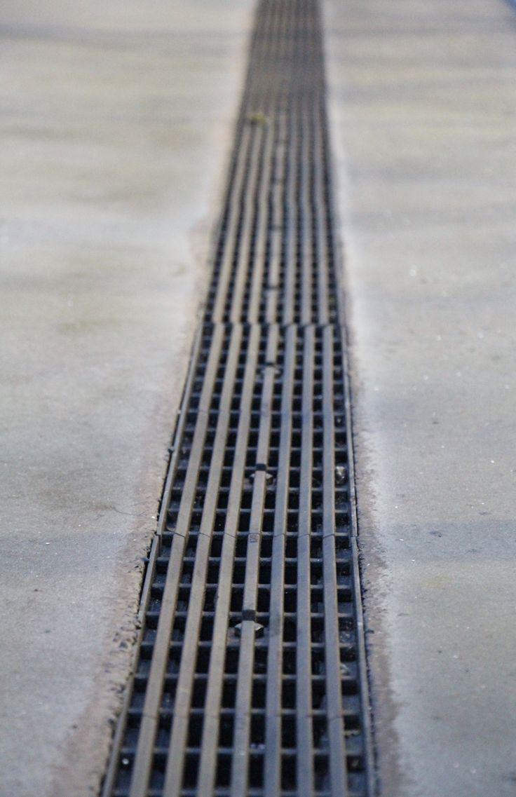 Deze lijnen lopen evenwijdig met elkaar en hebben een rechte vorm.