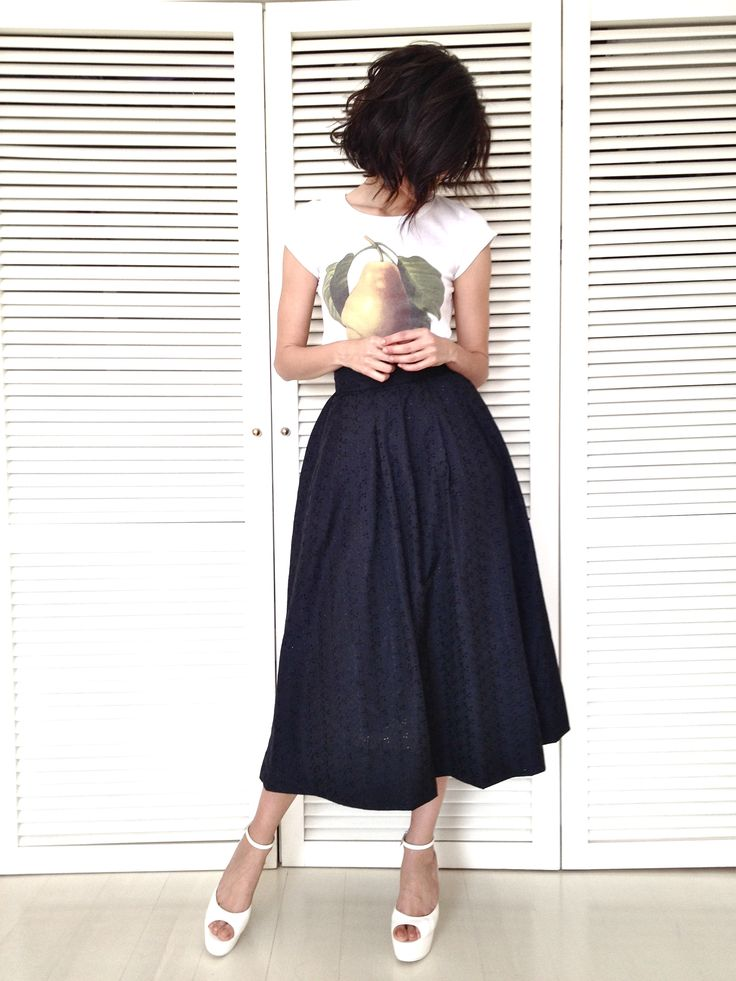 fancy skirt with casual tee I NEED THIS OUTFIT!!!!!!!