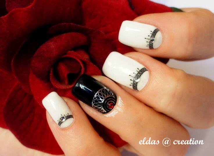 French manicure : bianco e nero con stikers