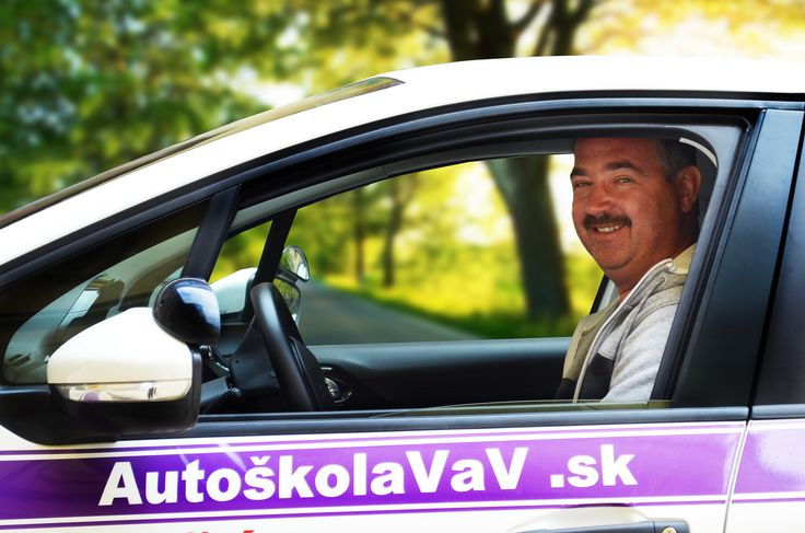 Dušan Lukačko - Rád pozerá akčné, dobrodružné a historické filmy. Aj mimo autoškoly jazdí predpisovo a maximálna rýchlosť, ktorú dosiahol bola 130 km/hod. - samozrejme, na diaľnici.