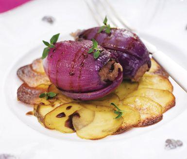 Recept: Lökdolmar med potatiskaka