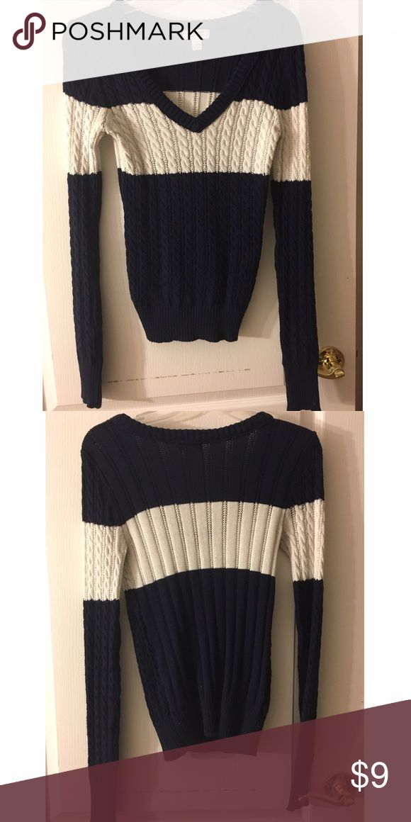 Long sleeve V neck Navy blue and white long sleeve Tops