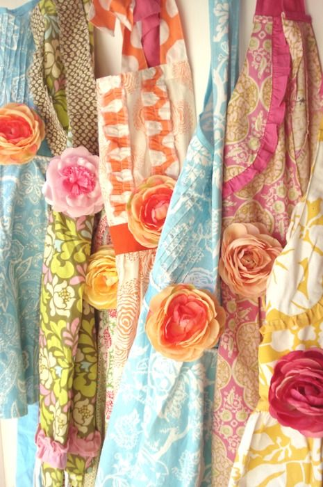 aprons. #aprons, #apparel, #kitchens: Vintage Fabrics, Vintage Aprons, Pretty Things, Cakes Decor, Craig Redl, Diy Gifts, Cute Aprons, Gorgeous Aprons, Cooking Tips