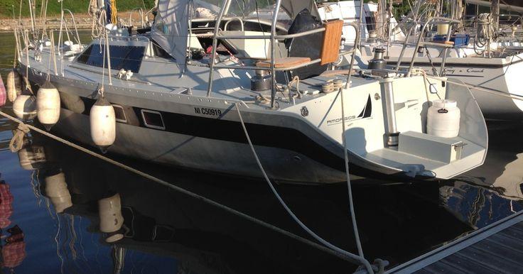 Il dito della Corsica, la Capraia e l'Elba non hanno bisogno di particolari presentazioni. Sono semplicemente posti straordinari. Ad aprile ci possono essere delle giornate già abbastanza calde con una visibilità molto nitida anche a distanza. I porti sono ancora sonnecchianti ed è un piacere navigare senza affollamento. La barca è estremamente confortevole, solida e sicura. Ha attraversato più volte l'oceano Atlantico ed è predisposta per navigazioni d'altura. Ci sono due cabine doppie di…
