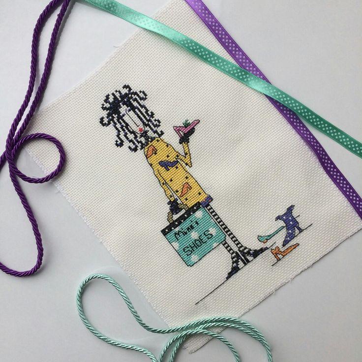 Ayakkabı çantası  #crossstitch #kanaviçe #etamin #kanaviçekolye #çanta #diy #kalemlik #makyajçantası #hediye #gift #mouline #bag #hobi #sanat #elemeği #handmade #elbise #kanavice #mutfakhavlusu #hobiseverlerburada #kolyeucu #etaminhavlu