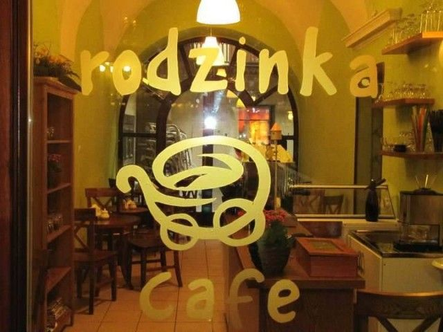 Rodzinka Cafe to kawiarnia stworzona z myślą o dzieciach i dorosłych. W menu znaleźć można pyszne desery, przekąski a także produkty bezglutenowe dla kobiet ciężarnych i matek karmiących piersią. http://krakowforfun.com/pl/10/puby/rodzinka-cafe