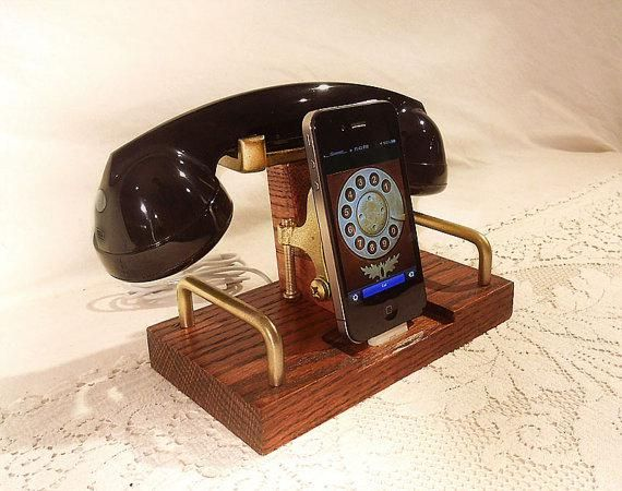 Retro looking iPhone/iPod charging dock with Bluetooth headset